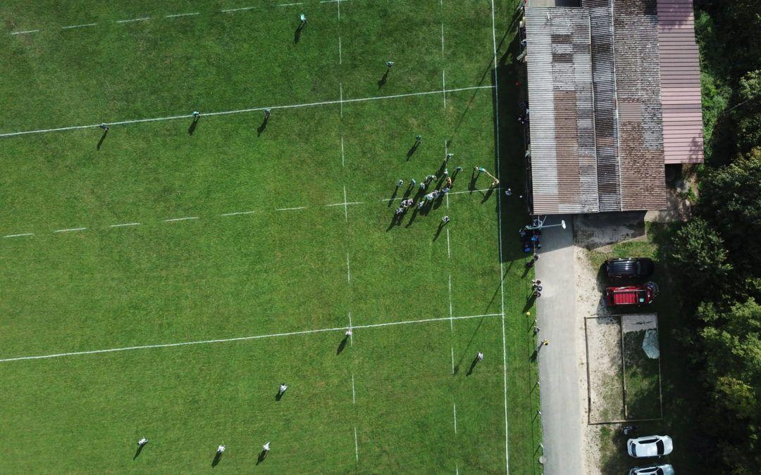 Photo prise par un drone pendant match de l'Union Jura Rugby au terrain de Montsevelier